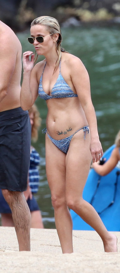 48-reese-witherspoon bikini workout body